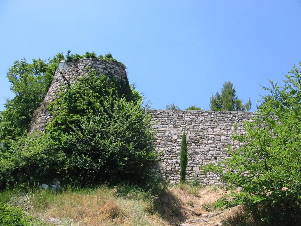 Le château de Montjustin. © Jean Marie Desbois.