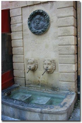"""La """"fontaine Cézanne"""", rue des Bagniers © Jean Marie Desbois, 2006"""