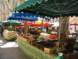 La place Richelme et son marché. © Jean Marie Desbois, 2003