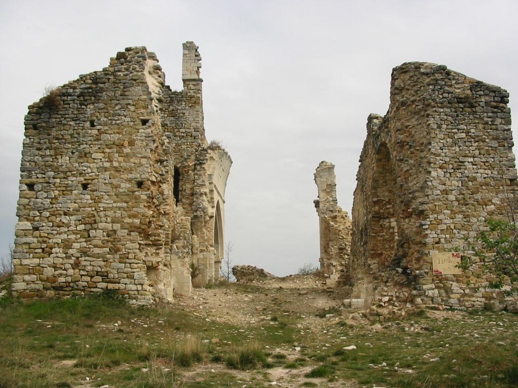 Ruines de l'église Saint-Barthélemy.
