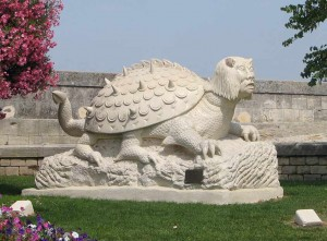 tarasque-statue