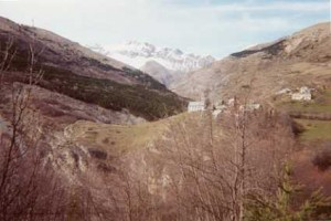Rabou (Hautes-Alpes). C'est de là que partirent les quatre aventuriers. © Jean Martie Desbois, 2001.