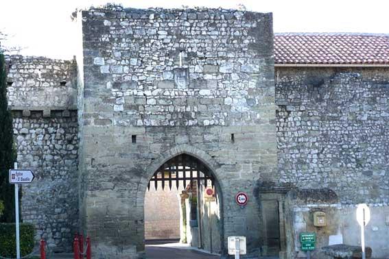 Porte de Noves. © Vi. Cult., 2008, GNU Free Documentation License