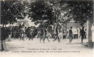 Funérailles des victimes de Lambesc. (Cliché Ruat, DR.)