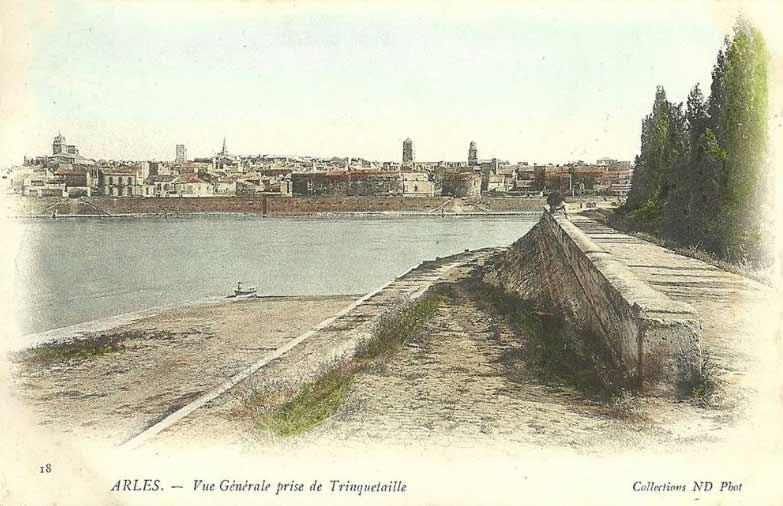 Arles vue de Trinquetaille. DR.