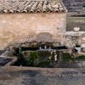 Fontaine du lavoir, à La Rochegiron. © V. Pagnier, 2011 (Creative Commons).