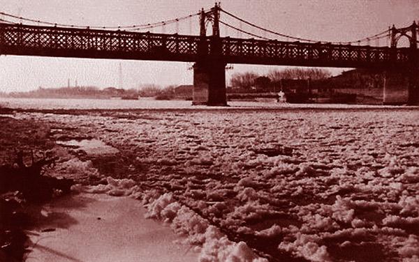 Le Rhône gelé à Arles. DR.