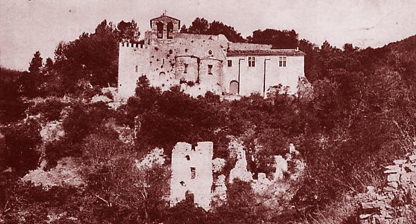 Chapelle Sainte-Philomène, au sommet de la colline du même nom (commune de Puget-Ville). DR.