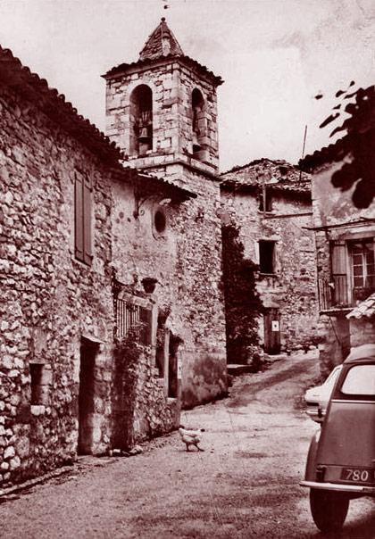 Rue principale d'Oppedette dans les années 1950. DR.