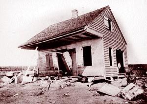 Une des rares maisons ayant supporté l'ouragan de 1893 à Chenière Caminada. DR.