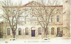 L'hôtel de ville de Saint-Maximin qui abritait l'hospice au début du XIXe siècle. DR.