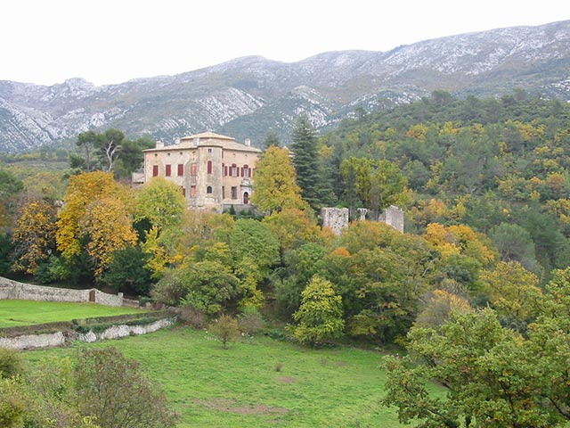 vauevnargues-chateau