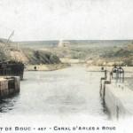 Le canal d'Arles à Bouc au début du XXe siècle. Coll. GénéProvence.