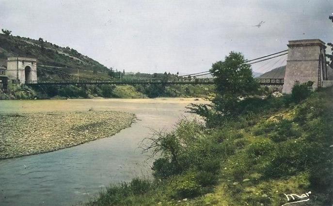 Pont sur la Durance à Château-Arnoux, années 1950. DR.